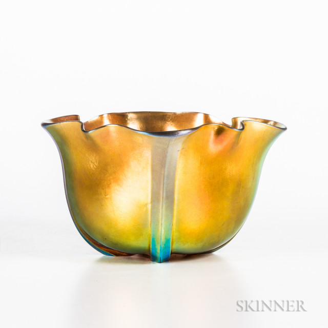 Steuben Gold Aurene Bowl, Corning, New York, early 20th century, ribbed form with scalloped rim, incised